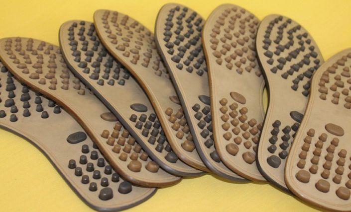 Suelas para zapato de cuero y goma.